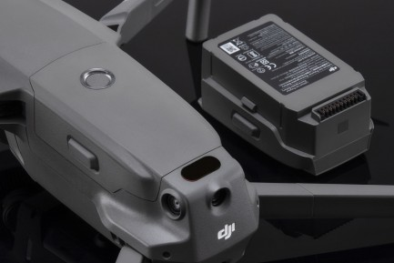 Фото5 Mavic 2 Part2 - Интеллектуальная батарея Intelligent Flight Battery